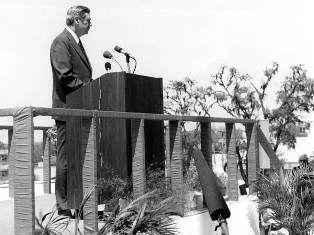 Gov. Askew dedicating the Capitol